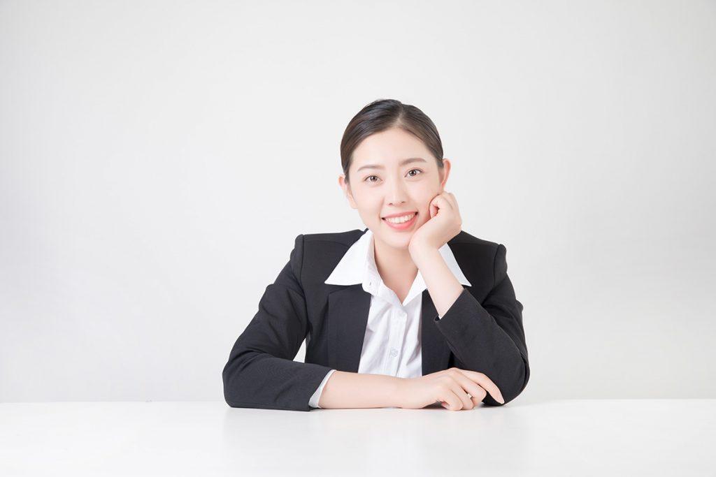 公司女性职员形象照案例
